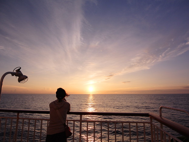 洋上の朝陽