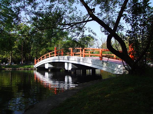 赤い欄干の橋