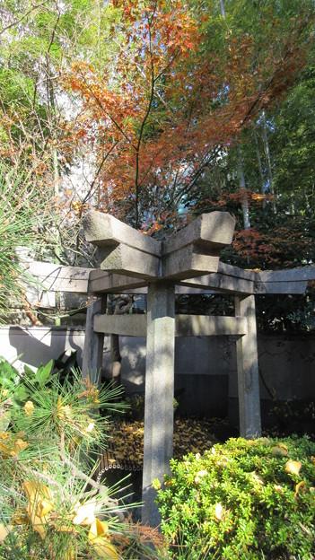 三囲稲荷神社(向島2丁目)三角石鳥居