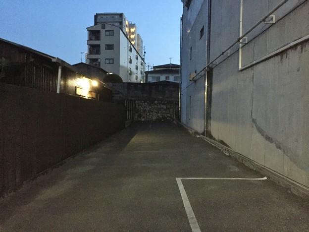 大津城(大津市)外堀石垣(同左位置)