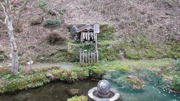 比叡山 延暦寺(大津市)定光院・日蓮上人手水鉢
