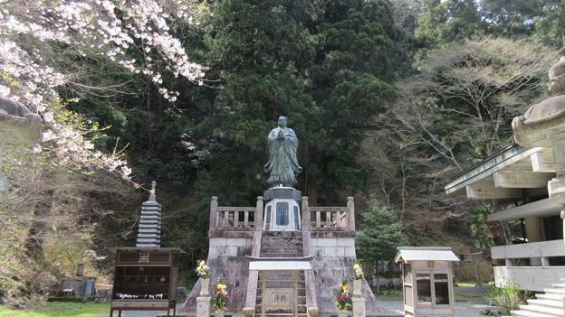 比叡山 延暦寺(大津市)定光院・日蓮上人像