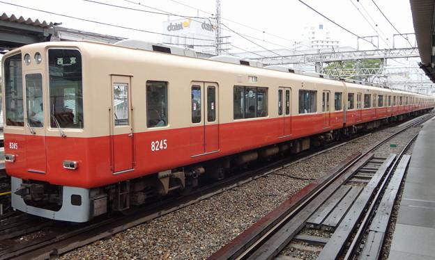 写真: 阪神電車8000系(原色編成/8245編成) 急行西宮行き(甲子園駅にて)