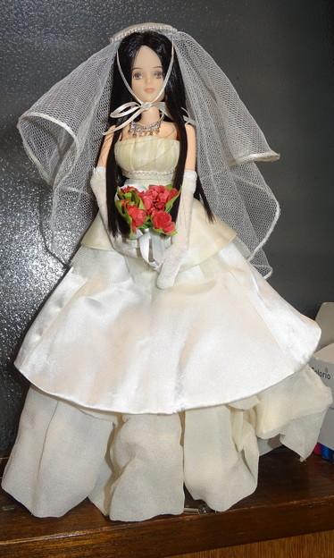 "momokoドール用ウェディングドレス""ドラマティックブライド""を着たREINA"