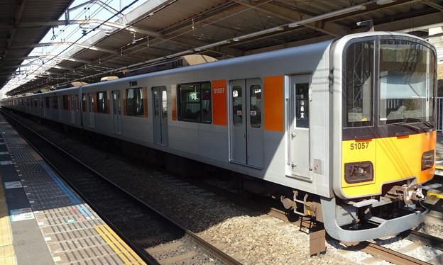 東武鉄道50050系による東急田園都市線準急(あざみ野駅にて)