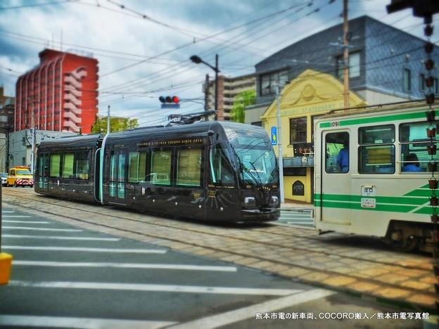 熊本市電の新型車両「COCORO」。
