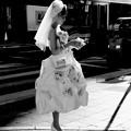 Photos: 街角の花嫁