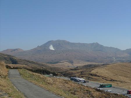 草千里展望所(8)草千里展望所から見る阿蘇山火口