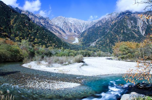 Photos: 紅葉の梓川と穂高連峰