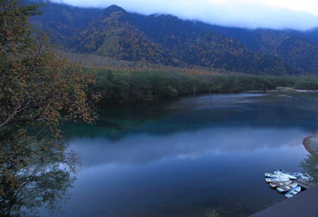 Photos: 夕暮れの大正池と紅葉