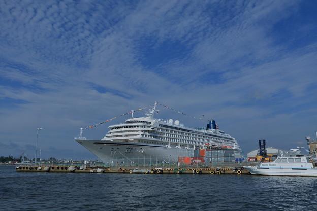 Photos: 金沢港に 飛鳥IIが寄港(2)