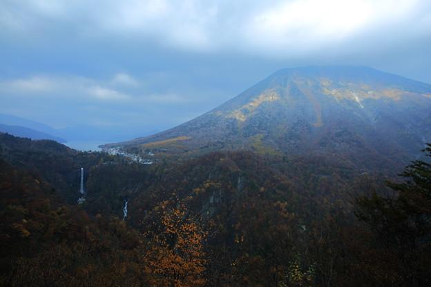 男体山と華厳の滝
