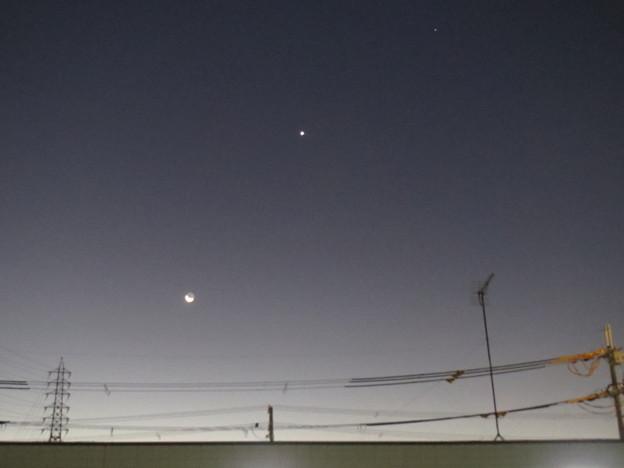 Photos: 月と金星と・・・?