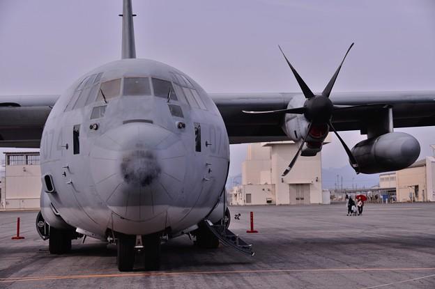 空中給油機KC-130Jハーキュリー・・正面から