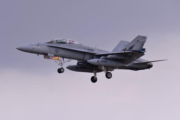 ローカルを実施して厚木基地へ VMFA(AW)-533hawks ED11 F/A-18Dホーネット アプローチ・・20150117