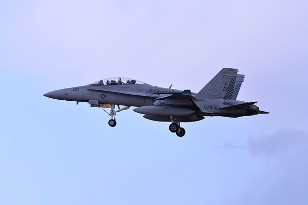 ローカルを実施して厚木基地へ VMFA(AW)-533hawks ED00 F/A-18Dホーネット アプローチ・・20150117