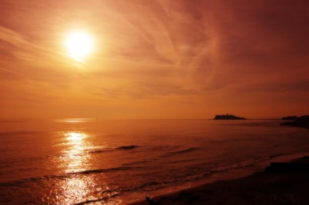 暖かい夕焼けの太陽・・江ノ島の風景 20150125