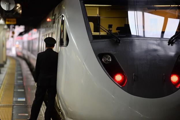 金沢駅から出発する大阪行サンダーバード・・20150215