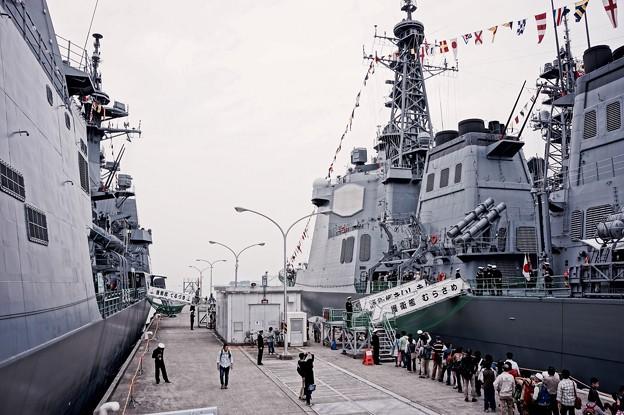 続いて乗船する護衛艦てるづきへ。。吉倉桟橋10月10日