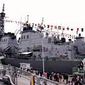 Photos: 護衛艦てるづきの甲板から見る吉倉桟橋の護衛艦きりしま達。。横須賀基地一般公開10月10日
