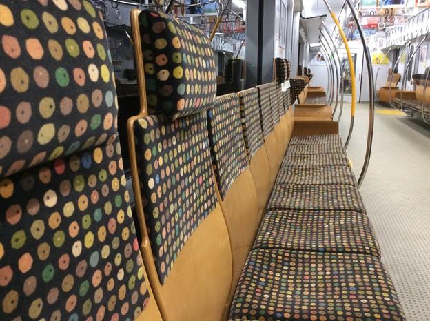 Photos: 撮って出し。。木の温もり。。JR九州の電車 11月21日