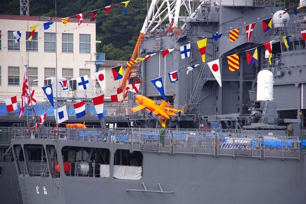 軍港めぐりから見えるオレンジなやつ。。観艦式前日一般公開 護衛艦とね 10月17日