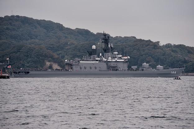 観艦式当日。。安倍総理乗せた護衛艦くらま。。出港 10月18日