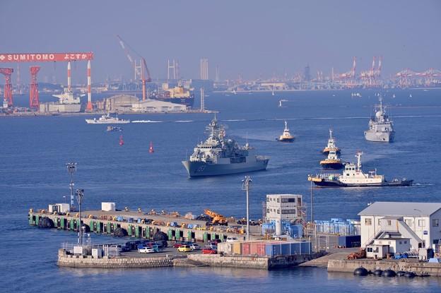 横須賀港へ。。入る観艦式終えてオーストラリア海軍スチュアートとフランス海軍ヴァンデミエール。。10月18日