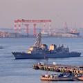 夕暮れの横須賀港へ。。観艦式終えて護衛艦いかづち。。10月18日