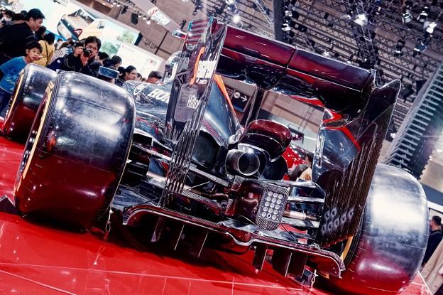 なかなか結果出せないマクラーレンホンダ。。一本出しマフラーのF1マシン 東京モーターショー2015 11月1日