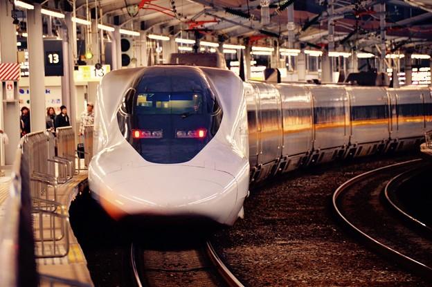 Photos: 朝の日の出前の小倉駅 新幹線ホームにて新大阪行レールスター700系・・20151121