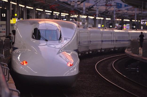 朝焼けの小倉駅新幹線ホーム・・のぞみ新大阪行 N700系 20151121