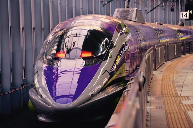 朝焼けの小倉駅・・エヴァンゲリオン仕様500系出発を待つ・・20151121