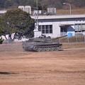 写真: 本日の撮って出し。。普通走行するナナヨン戦車。。習志野駐屯地 初降下訓練初め1月10日