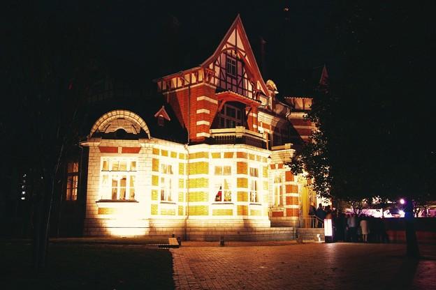 Photos: ライトアップされて国際友好記念図書館建屋。。門司港20151121