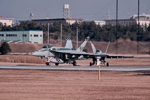 写真: 撮って出し。。本日から訓練再開厚木基地。。チッピーのF/A-18Eスーパーホーネット。。1月15日