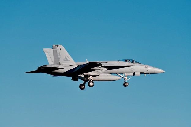 写真: 戻って来た厚木基地。。VFA-115 NF312タロン F/A-18Eスーパーホーネット。。20151128