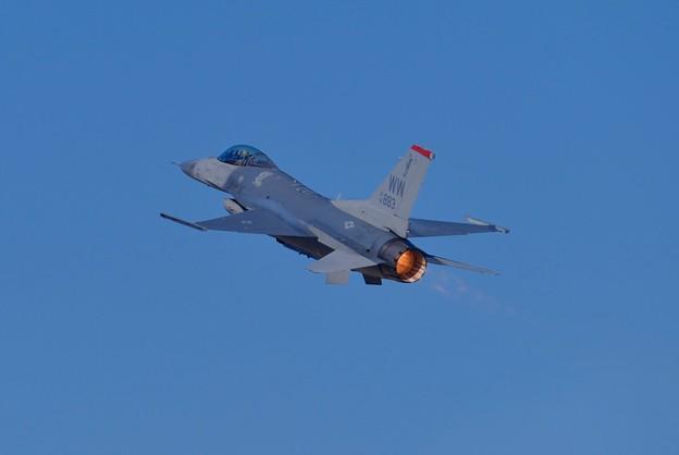 新田原基地航空祭予行。。三沢のF-16デモストレーション。。