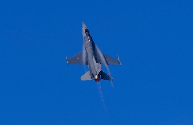 新田原基地航空祭予行。。三沢のF-16一気に上昇。。