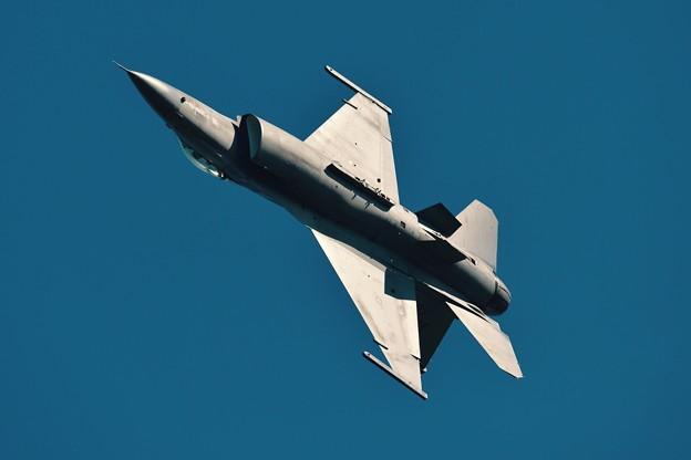 新田原基地航空祭予行。。三沢の米空軍F-16旋回。。