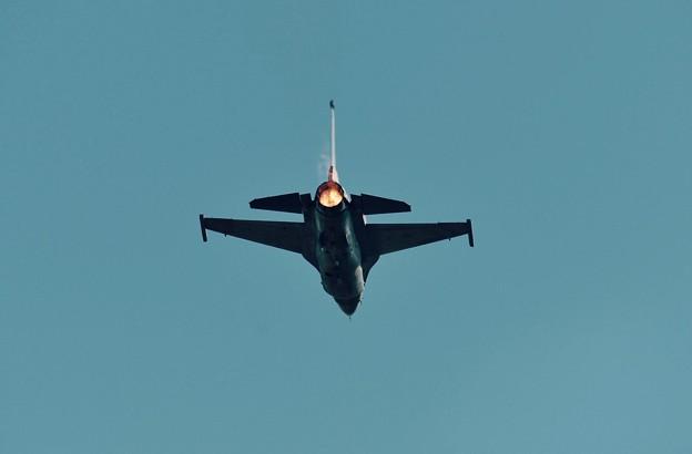 新田原基地航空祭予行。。機動性抜群の米空軍F-16。。