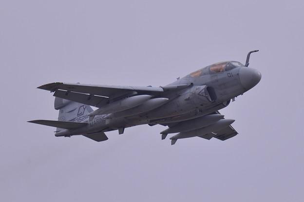 ある日の厚木基地・・岩国から飛来したVMAQ-2 CY01 デスジェスターズ EA-6Bプラウラー テイクオフ1・・20150321
