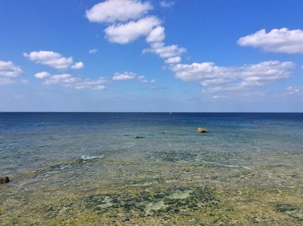 沖縄嘉手納の青い海と青い空。。沖縄県に来たな~思う風景 そして水平線。。20160211