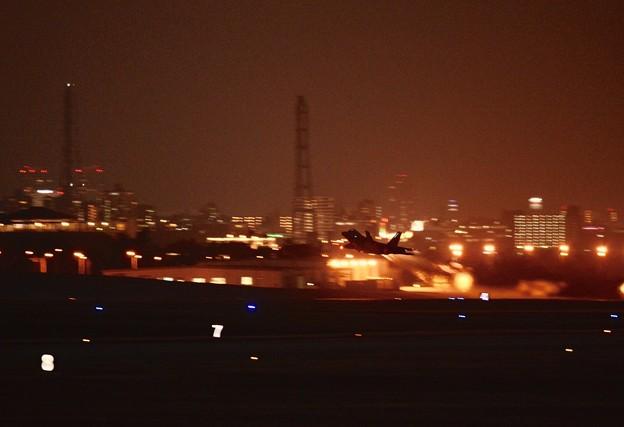 嘉手納基地の夜間訓練。。F-22ラプター上がり。。20160211