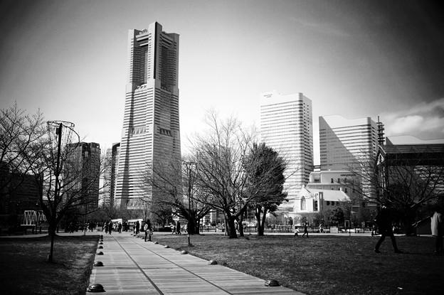 モノクロの風景。。横浜ランドマークタワー。。20160327