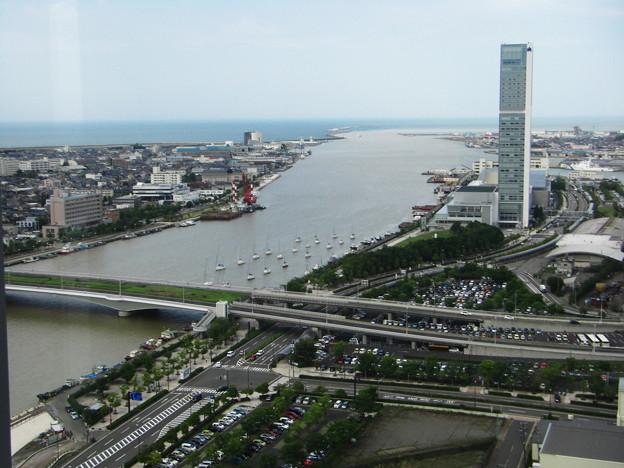 信濃川河口を臨む