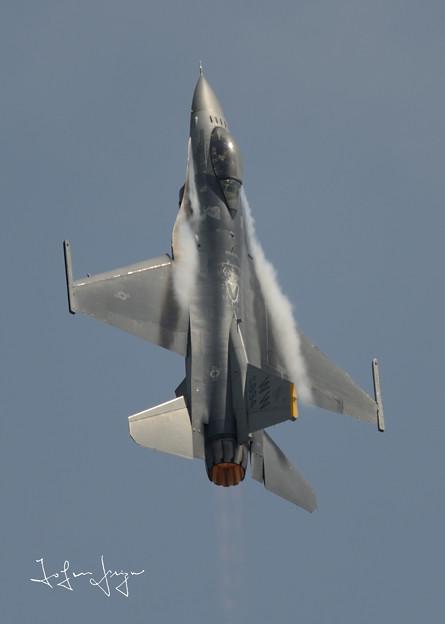 写真: F-16ハイレートクライム