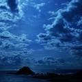 写真: 蒼い夜 cliffside