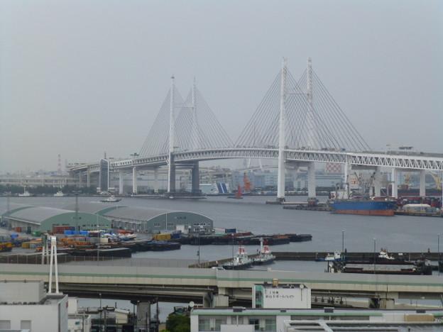 曇り空の横浜港