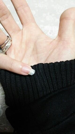 昨日、唯一折れたり欠けたりしなかった小指の爪が…何かしたときに反対側に爪グインッてなって折れなかったんだけど やっぱ後で折れたね( ;∀;)辛い。女の子らしく最後の綺麗に伸びてた爪なのに…折れすぎて爪
